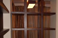 Деревянные полки сделанные в нашей мастерской