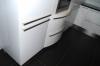 Фасады холодильника и радиусного элемента с техникой вблизи