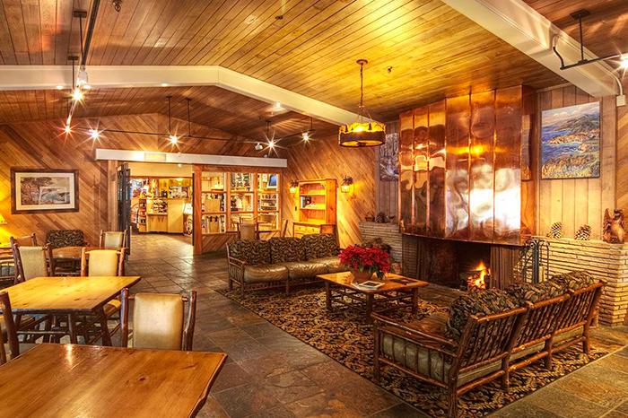 Деревянный интерьер ресторана в стиле Рустик